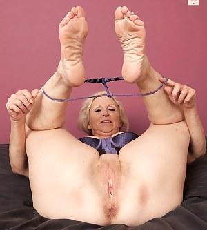 MILF Foot Fetish Porn Pictures