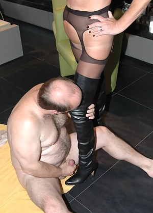 MILF Femdom Porn Pictures